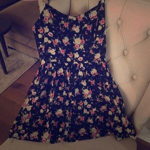 Forever 21 size Small black floral dress